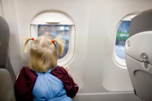 ребенок-в-самолете